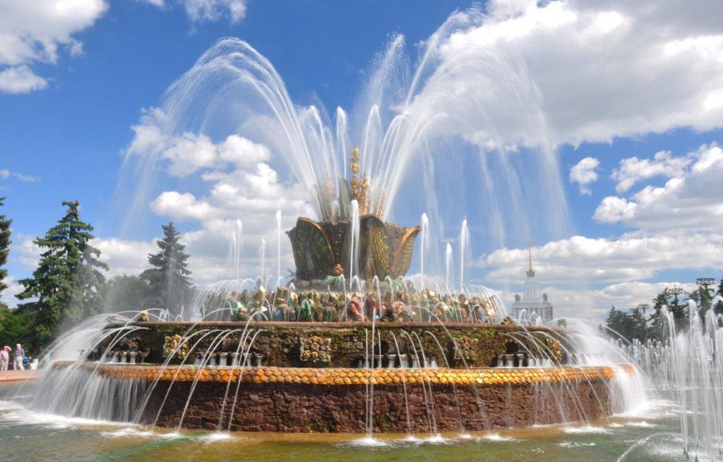 Парк ВДНХ фонтан каменный цветок