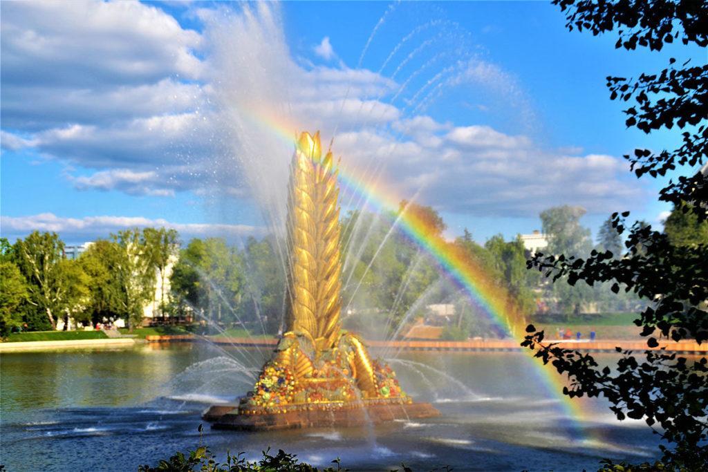 Парк ВДНХ фонтан золотой колос
