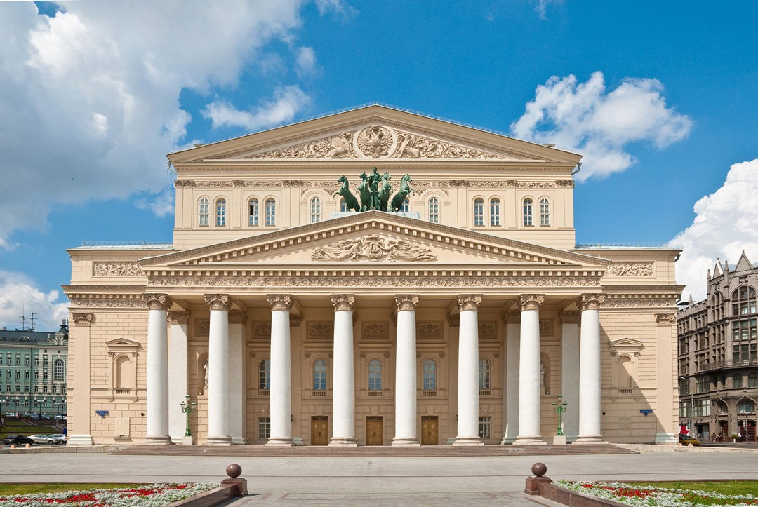Почему Большой театр в Москве называется именно Большим?