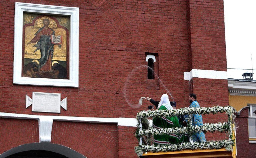 Церемония открытия надвратной иконы на Спасской башне Кремля