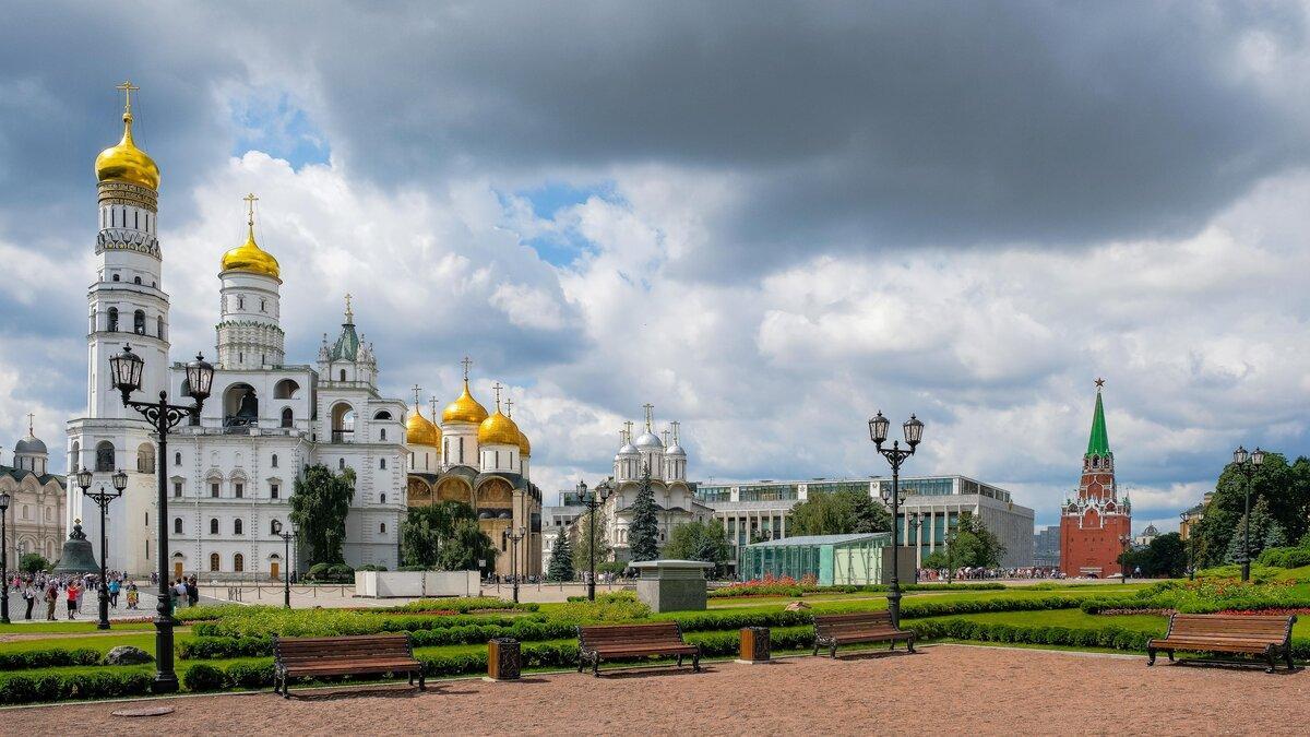 Московский  Кремль —  основные достопримечательности