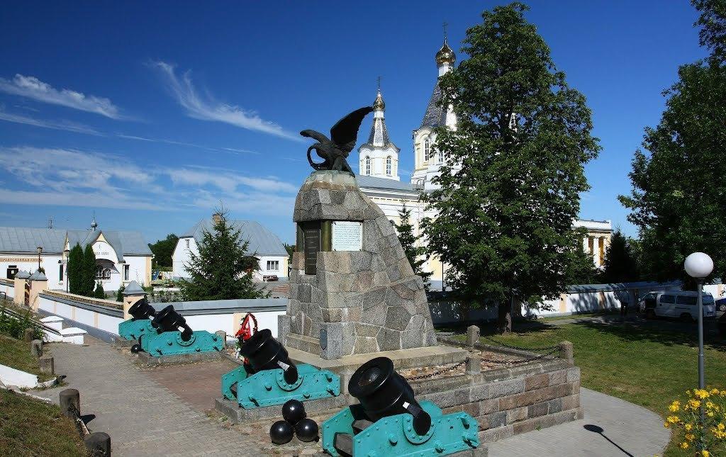 памятник в городе Кобрин к победе 1812 год