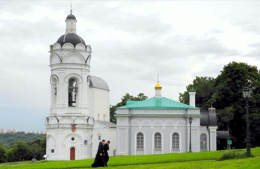 парк Коломенское Церковь Святого Георгия с колокольней