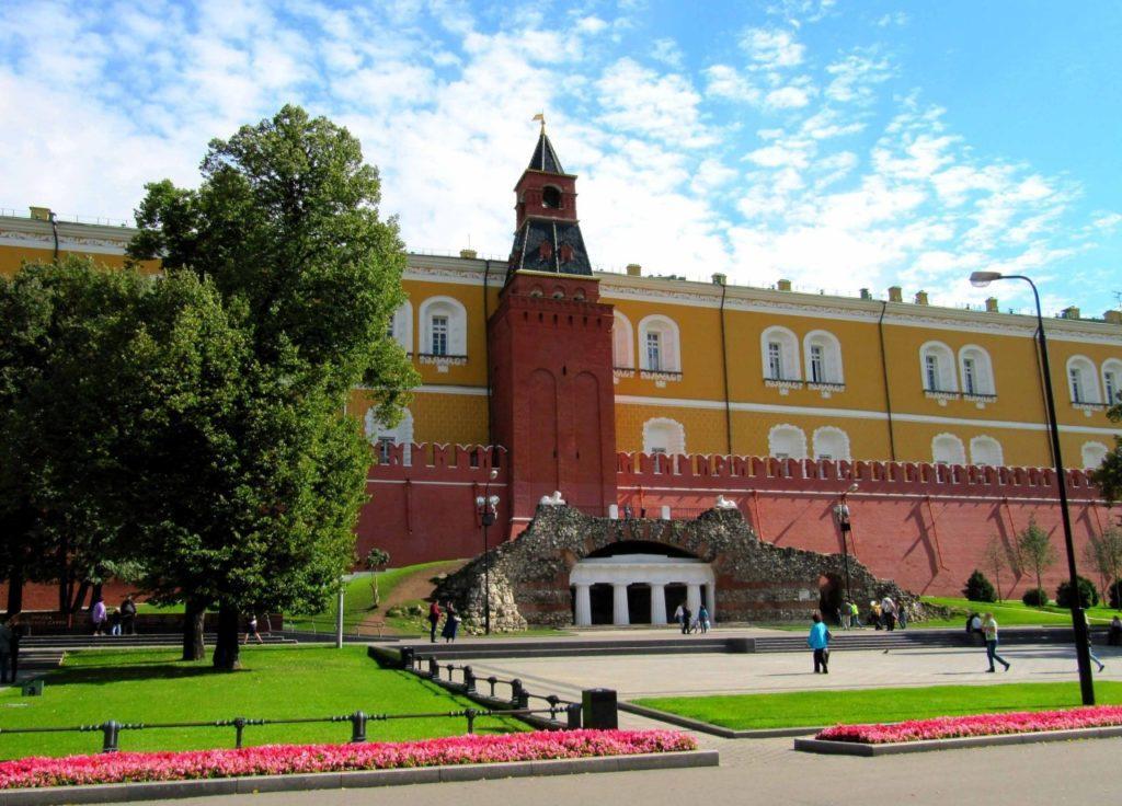 Средняя Арсенальная башня (Гранёная) московского Кремля