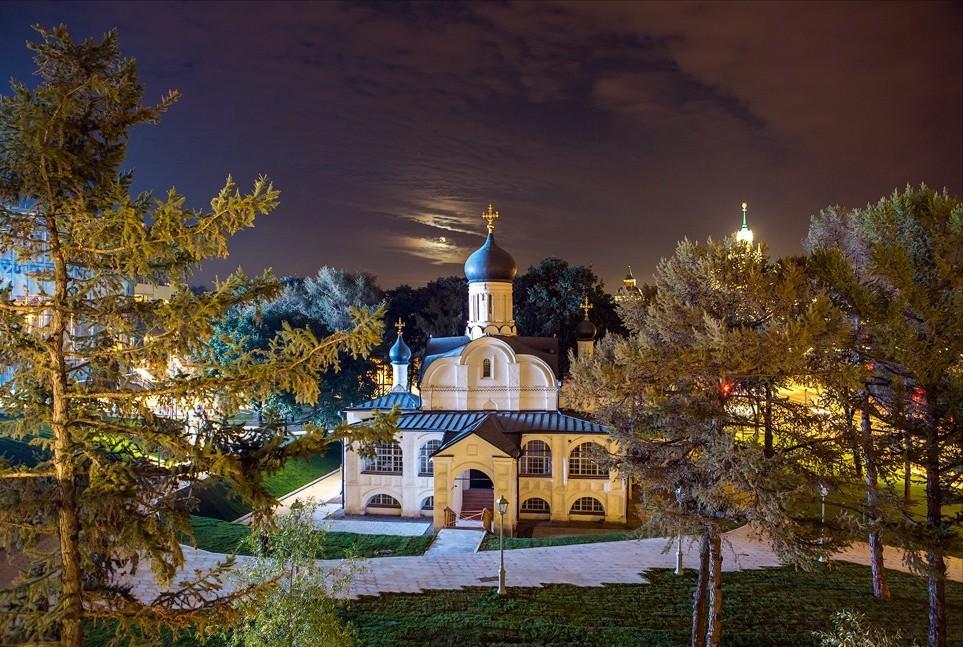 Зачатьевская церковь в парке Зарядье