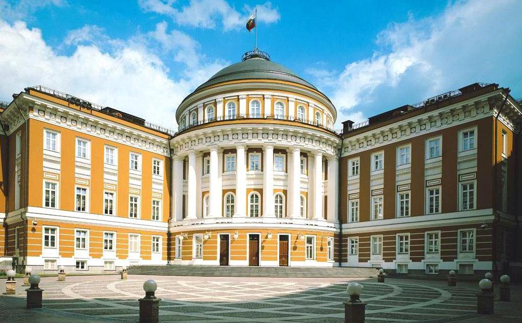 Здание правительства (бывшее здание Сената)