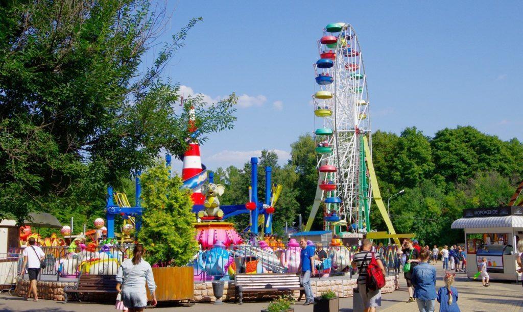 Аттракционы в парке Сокольники