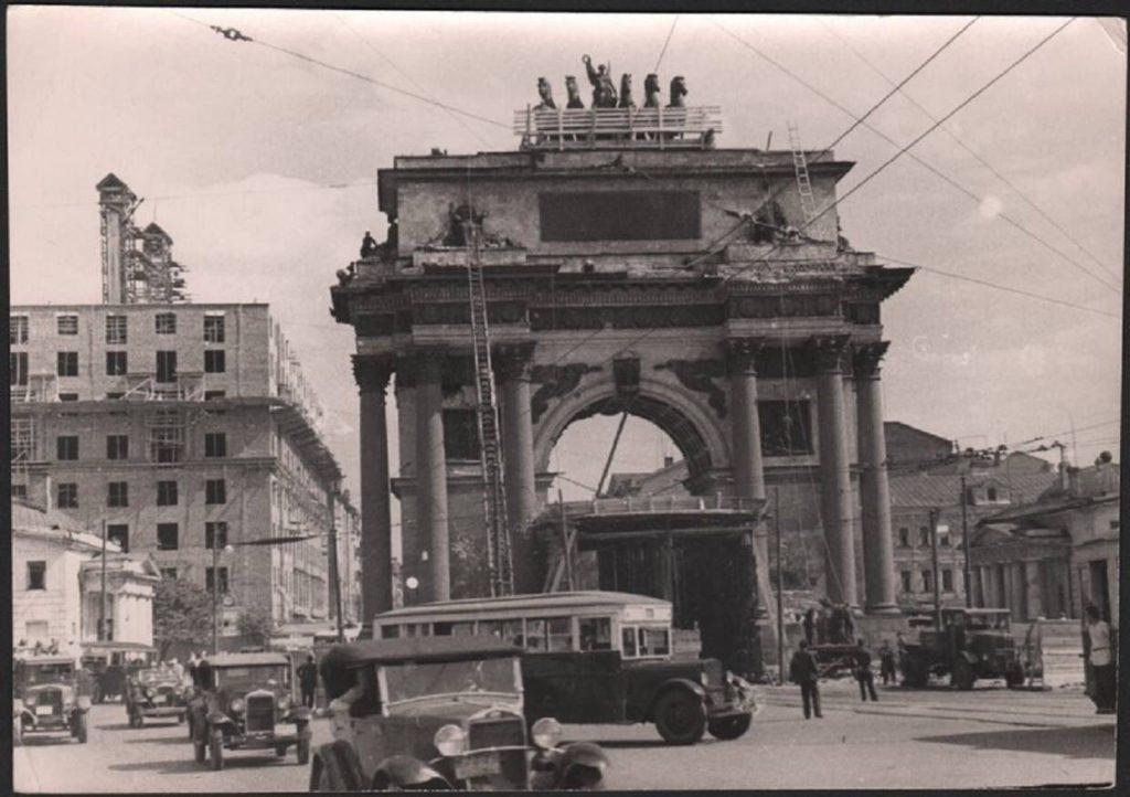 Демонтаж Триумфальной арки