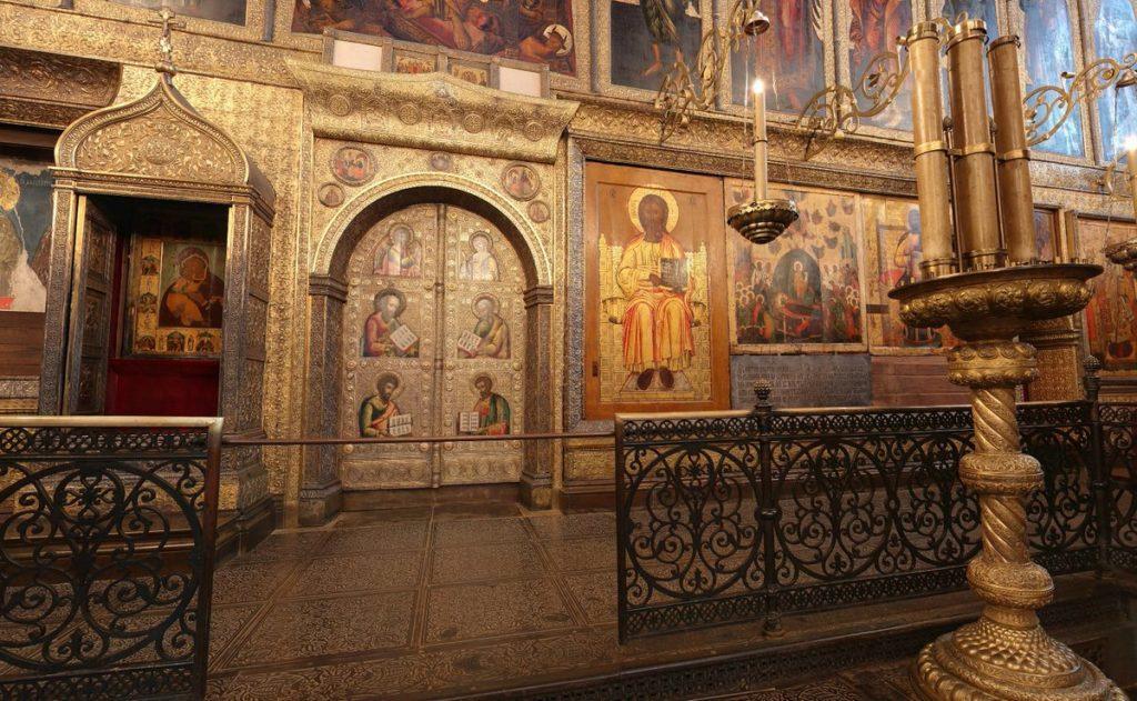 интерьер Успенского собора Московского Кремля
