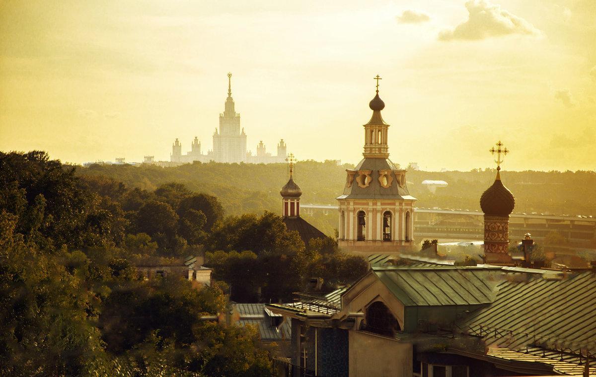 У меня в Москве — купола горят…