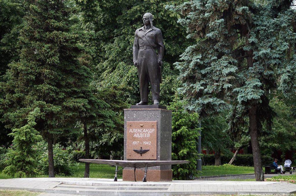 Памятник лётчику А. Ф. Авдееву