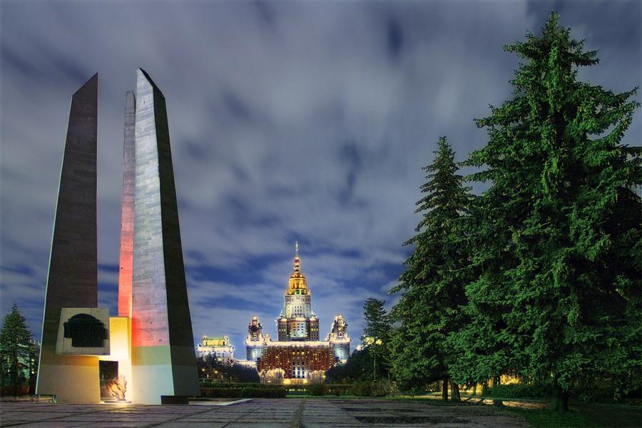 Памятник студентам и сотрудникам МГУ, павшим в Великой Отечественной войне