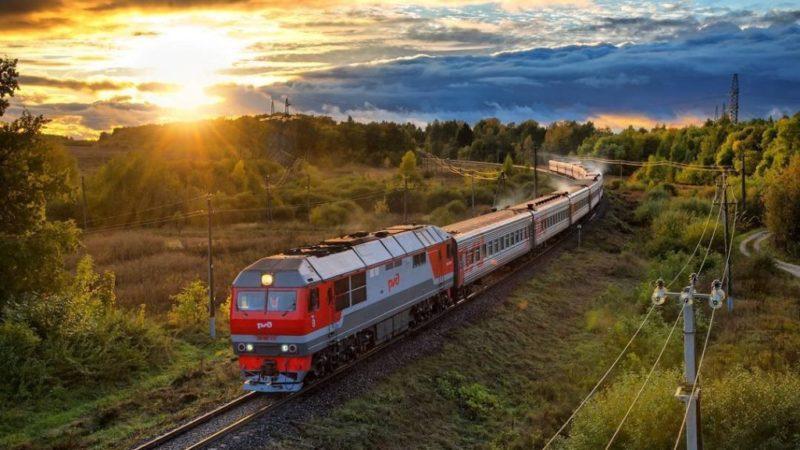 Поезд едет в Москву