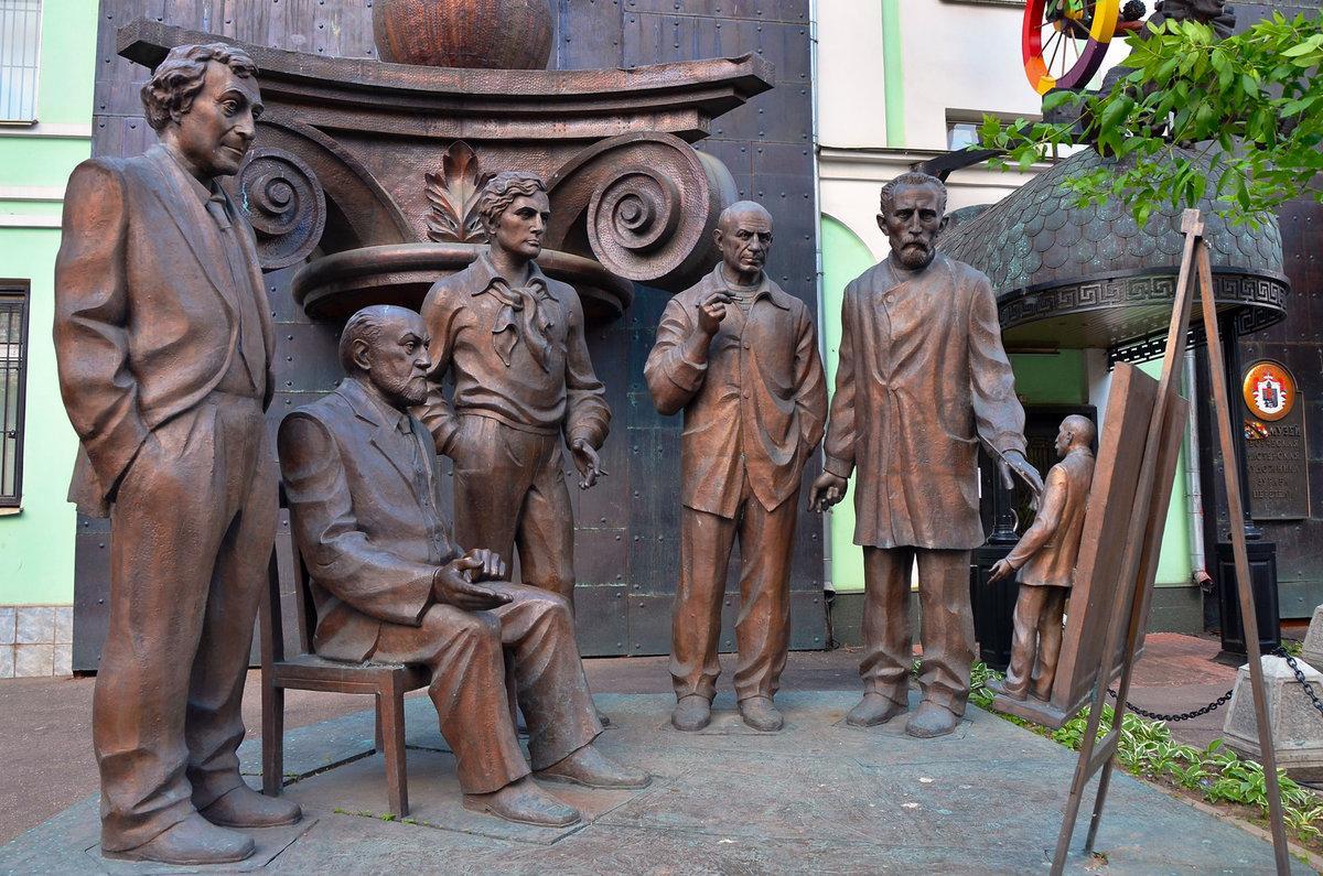 5 самых спорных памятников в Москве