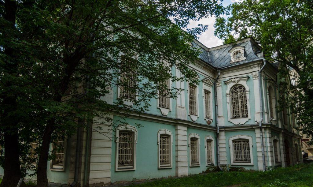 Дом 4 на улице Покровка - особняк князей Долгоруковых