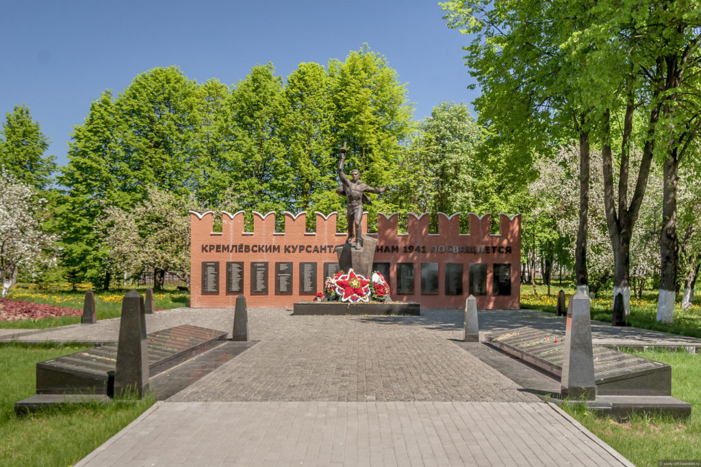 Памятник Кремлевским курсантам