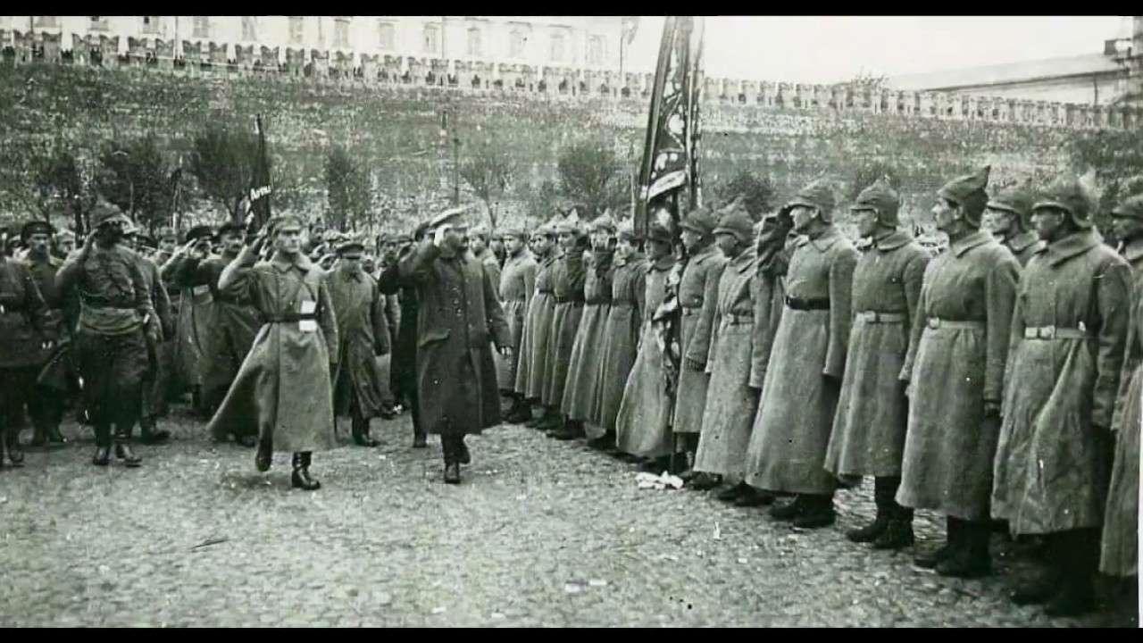 Большевики на Красной площади