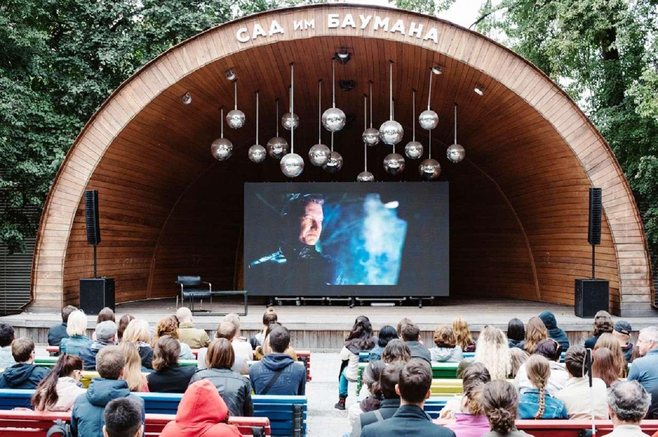 Летний кинотеатр в саду им. Баумана