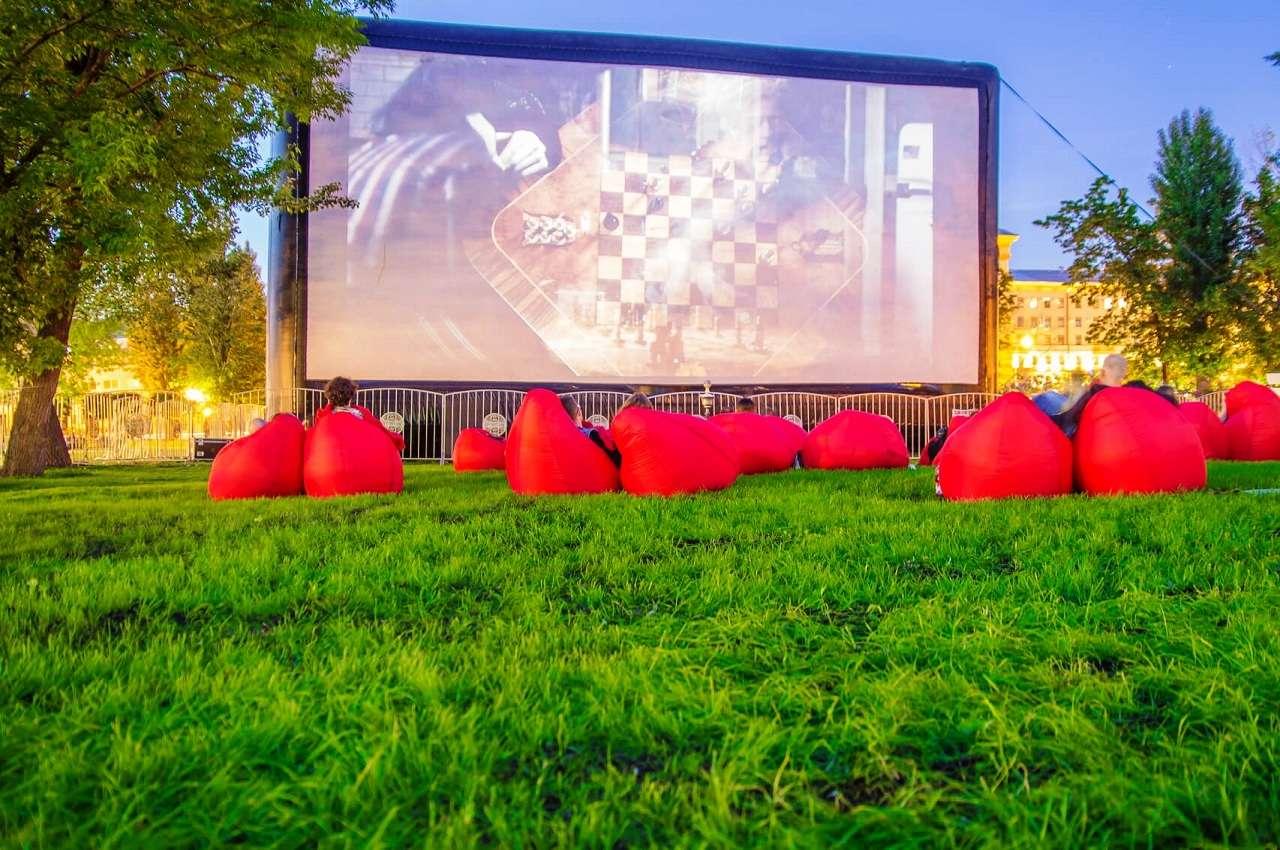 Летний кинотеатр «КАРО» в саду «Эрмитаж»