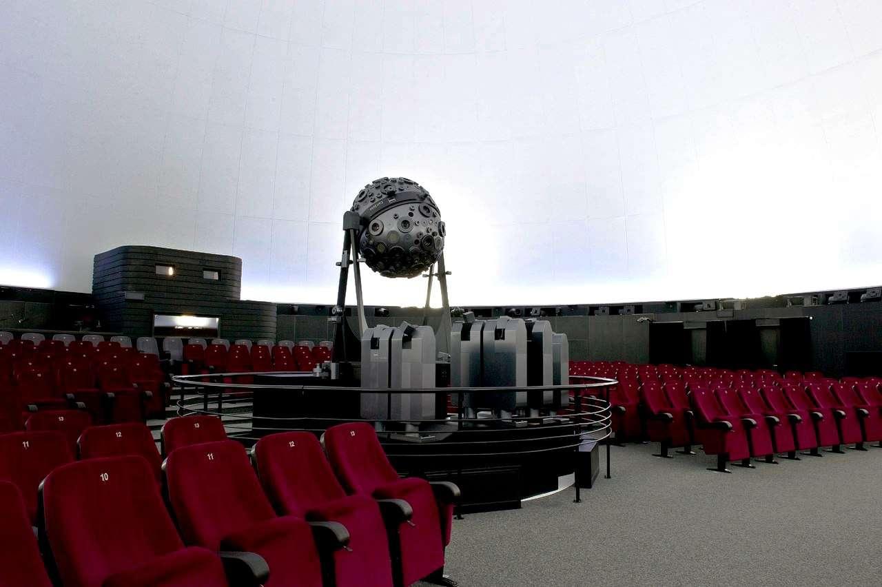 Большой звездный зал планетария в Москве
