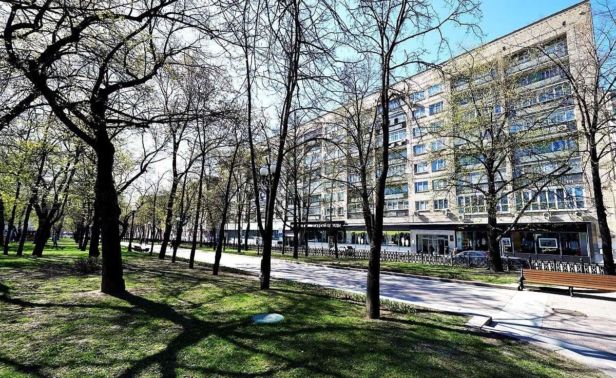 Дом № 17 – кооперативный дом работников Большого Театра в Москве