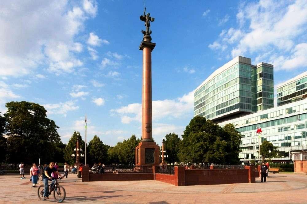 памятник-колонна «Солдатам правопорядка, погибшим при исполнении служебного долга» в Москве