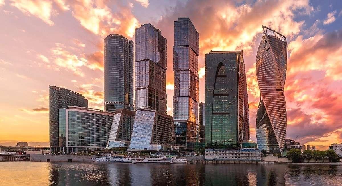 Ночная теплоходнаяпрогулка по центру Москвы с запуском фейерверков