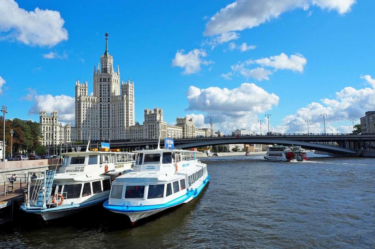 Теплоходная экскурсияпо Москве отпарка «Зарядье» доделового центра«Москва-Сити»