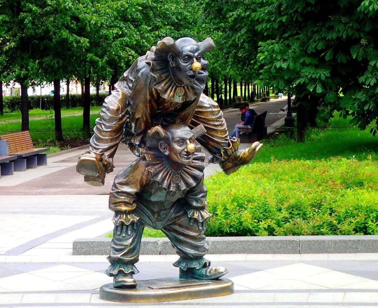 скульптуры «Синий мишка» и «Валенок» в Москва