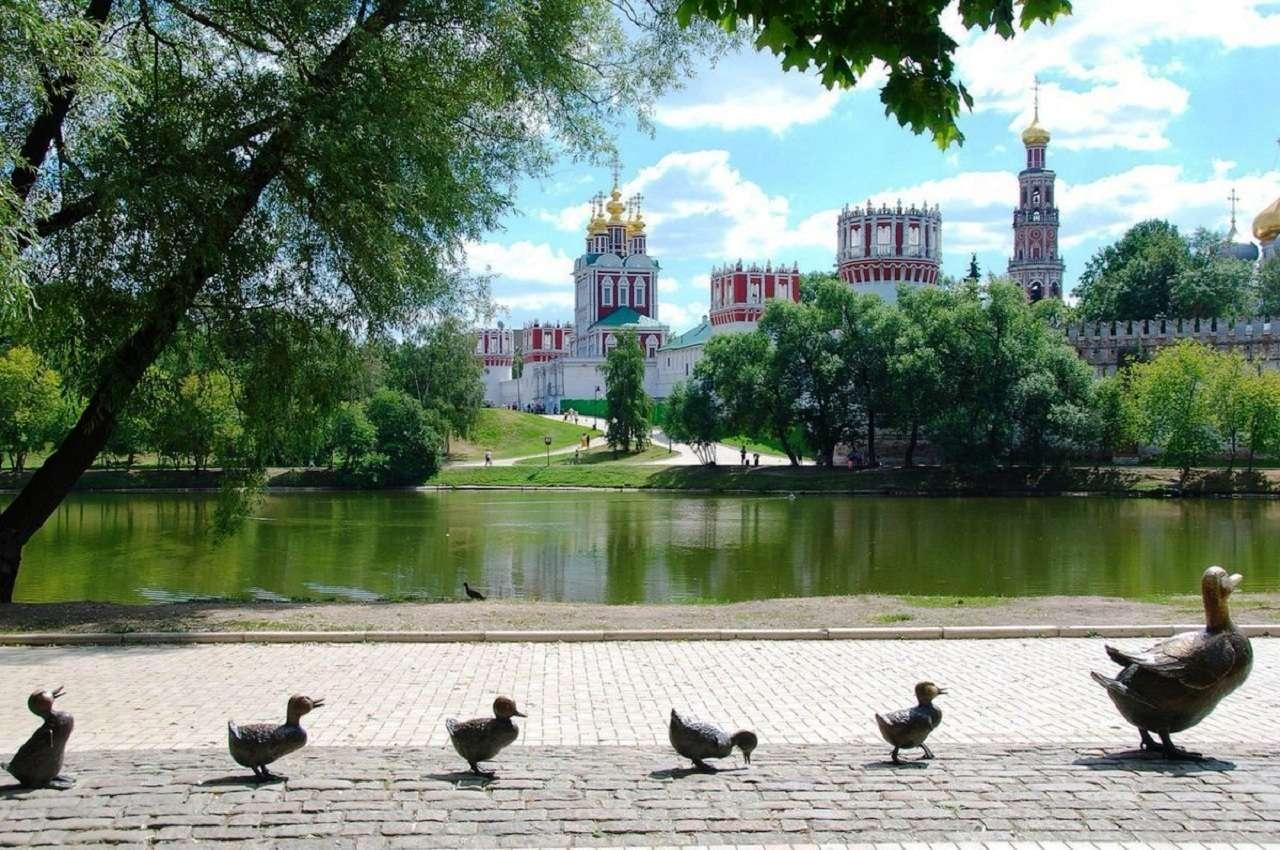 Парк «Новодевичьи пруды» и Новодевичий монастырь в Москве
