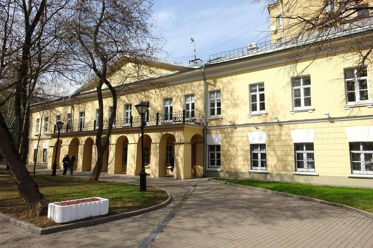Дом № 7а -усадьба графа Александра Толстого в Москве