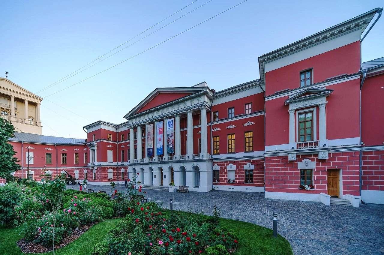 Дом №21 – дворец графов Разумовских в Москве