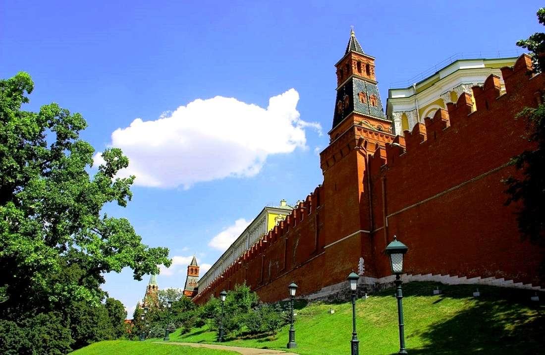 Кремлевская стена в Александровском саду