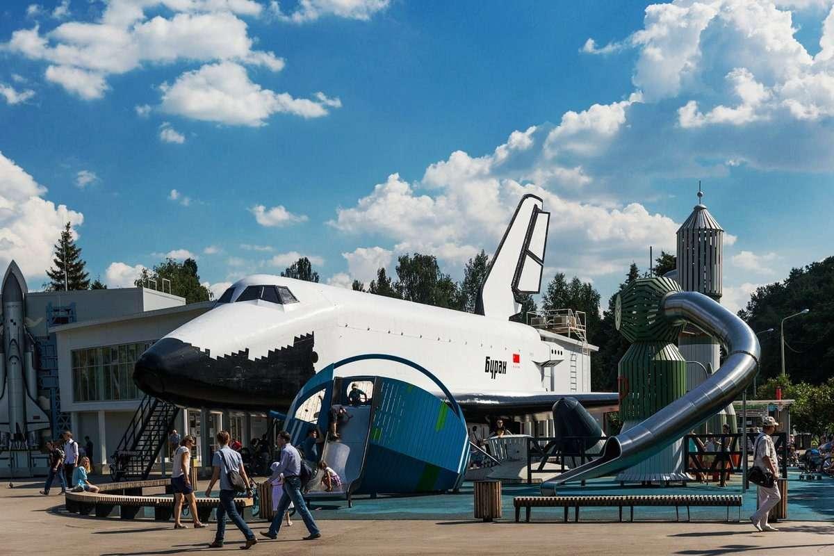 Макет орбитального корабля Буран в Москве