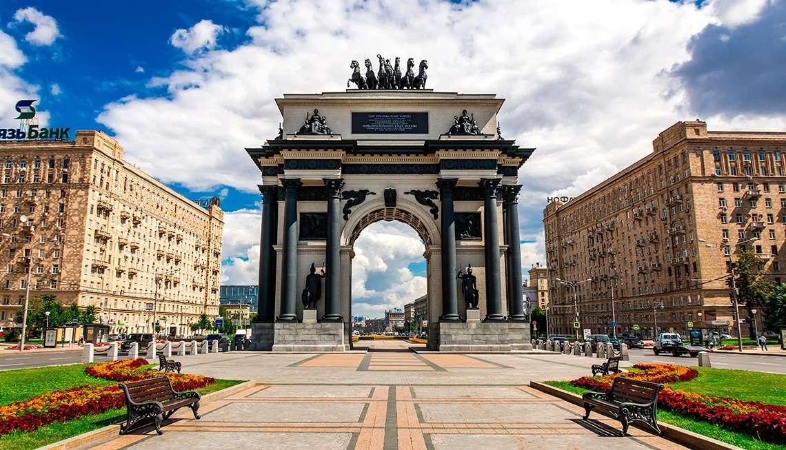Триумфальная арка напротив Поклонной горы