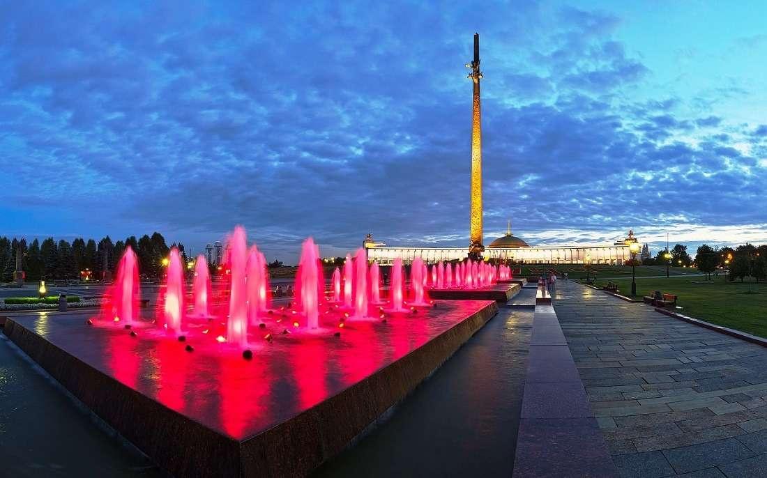 Центральная аллея и фонтаны на Поклонной горе