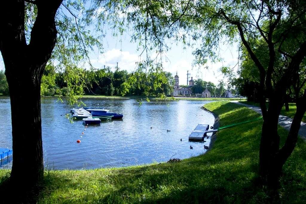 Алтуфьевский пруд в парке «Усадьба Алтуфьево»