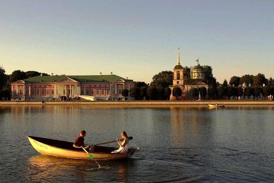 Большой дворцовый пруд в Кусковском лесопарке