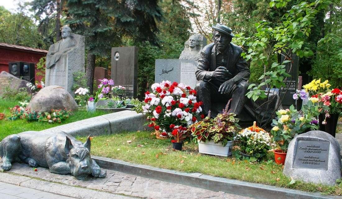 Памятник Никулину на Новодевичьем