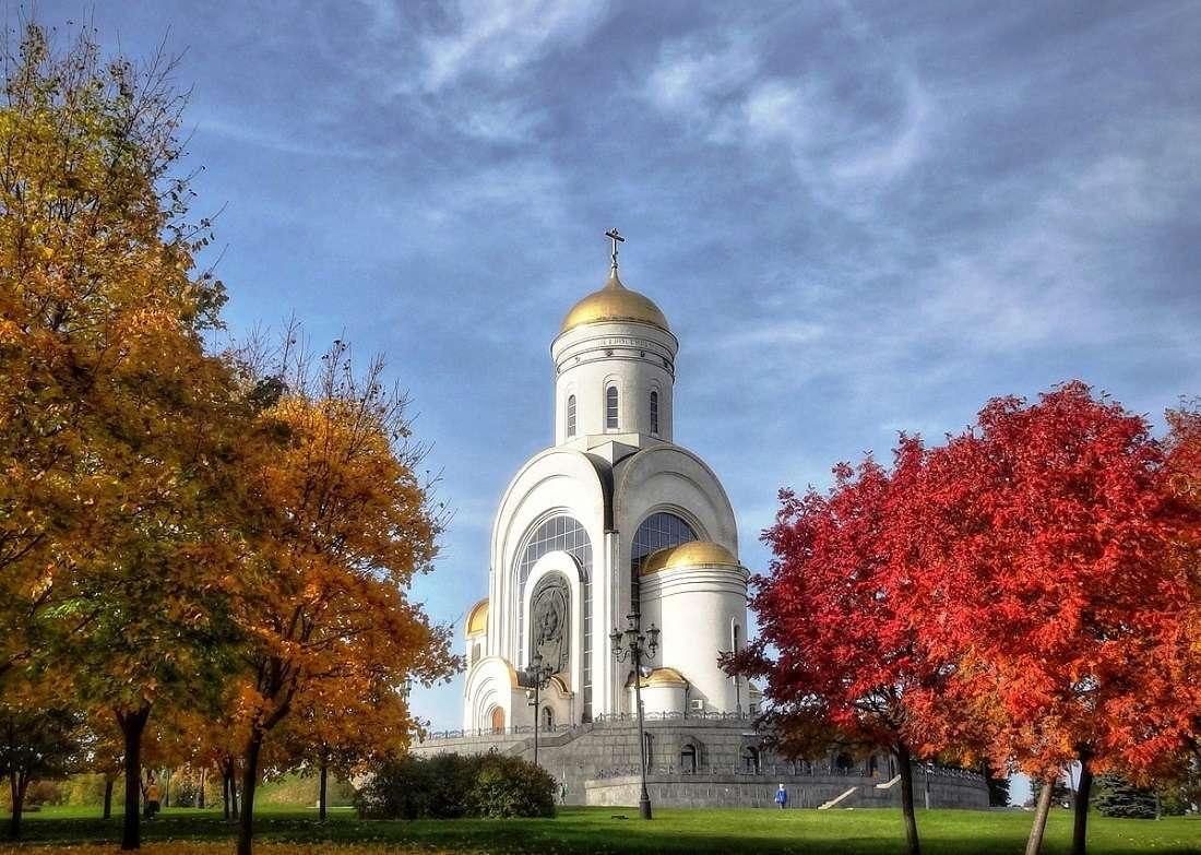 Парк Победы на Поклонной горе осенью