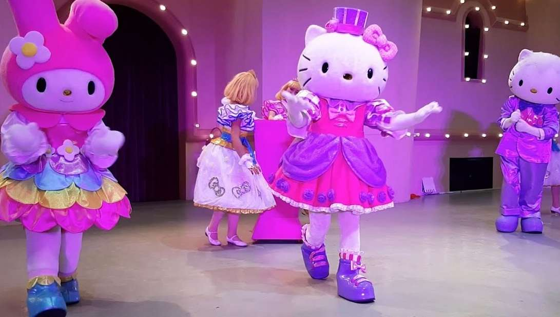 "Hello Kitty в парке ""Остров мечты"""
