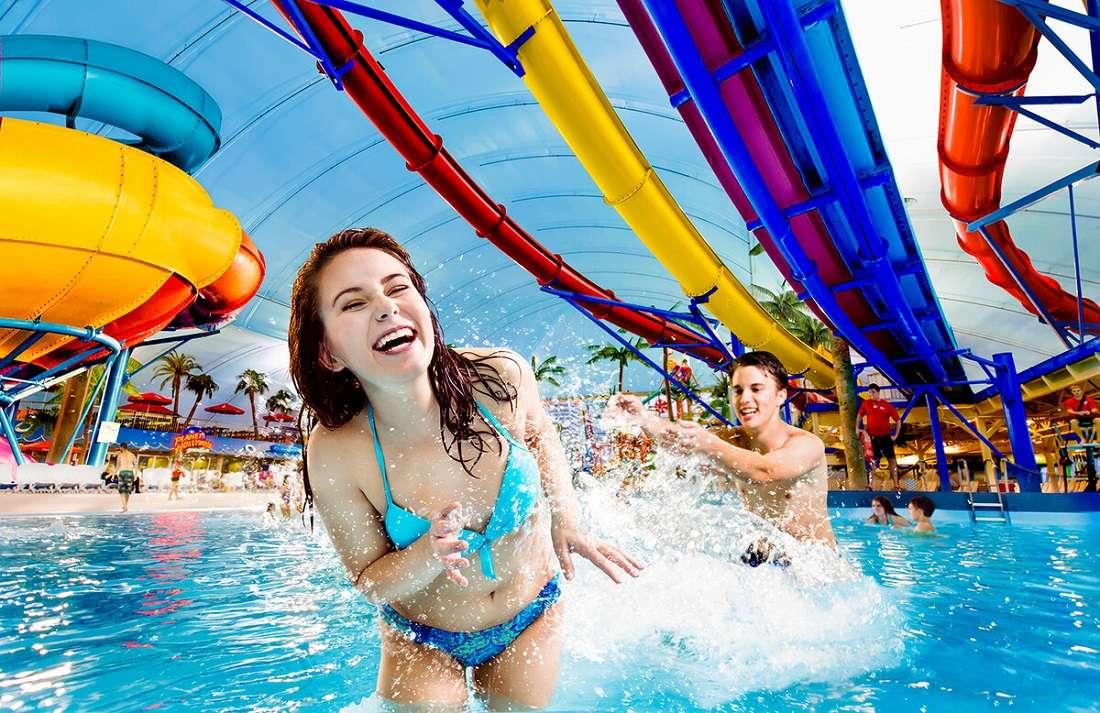 Посещение аквапарка с девушкой