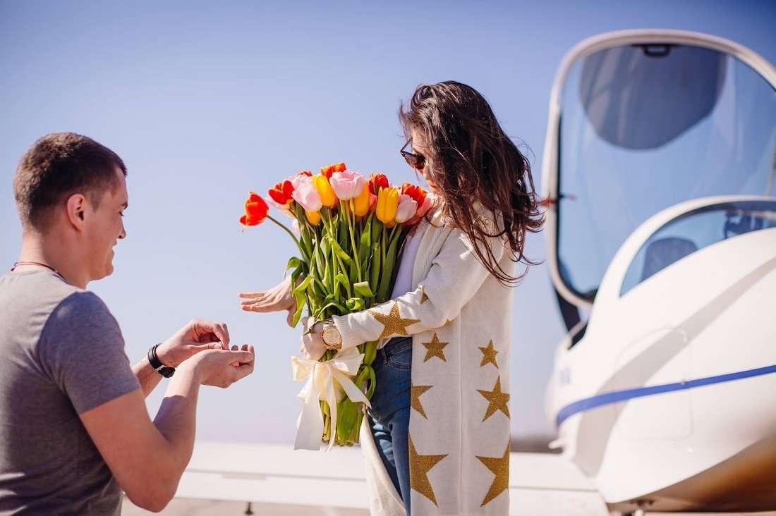 Полет на самолете с девушкой