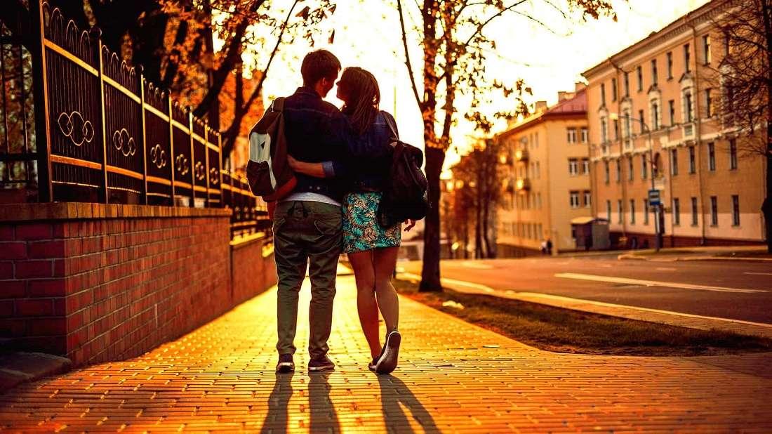 Прогулка по ночной Москве с девушкой