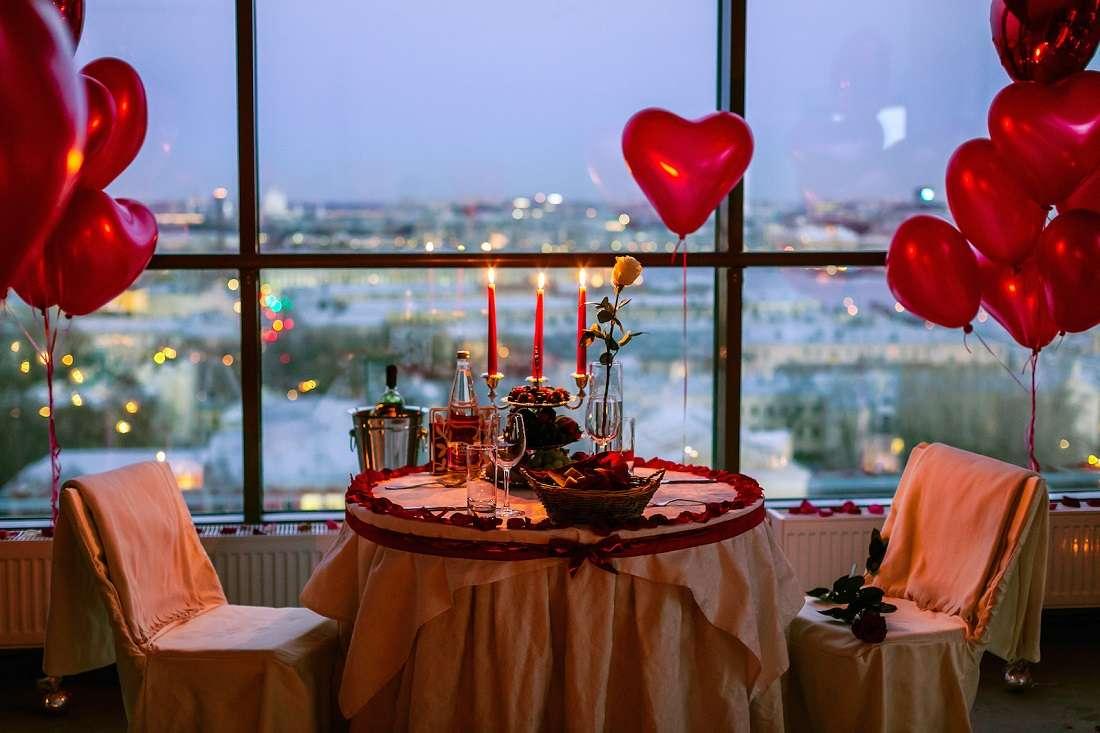 Свидание с девушкой в панорамном ресторане