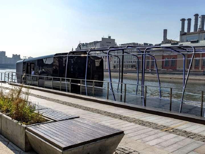 Пассажирский речной трамвайчик